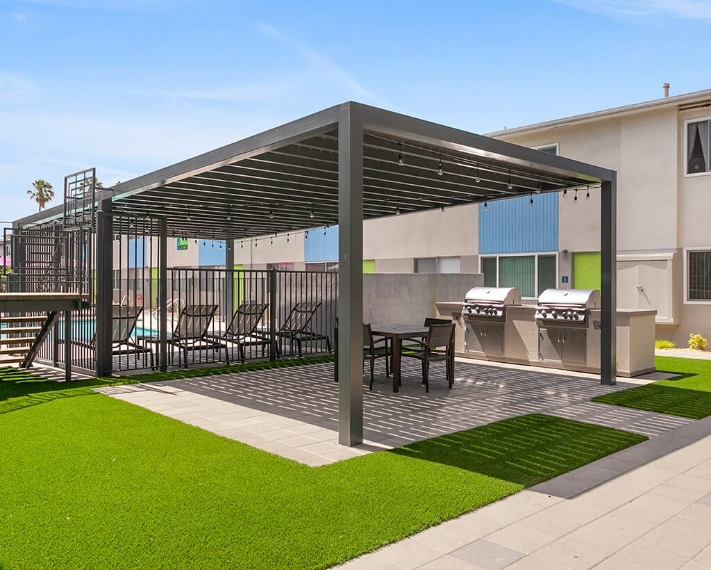 The Circle Apartments Gazebo and Barbecue Grills